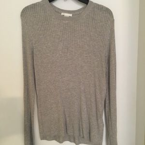 H&M Basic grey sweater w/ tapered bottom